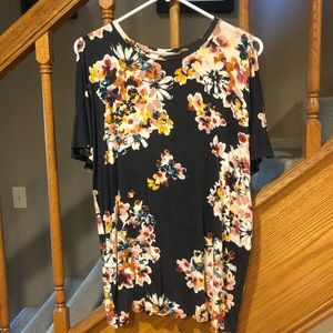 Maurices floral tee.